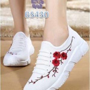 Sepatu Wanita Sneaker Kelsey Sakura Putih BS430